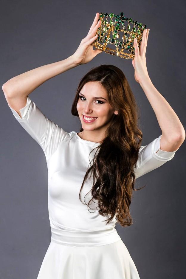 1 Laura Longauerova
