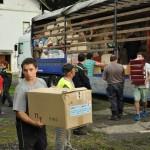 Vykládka humanitární pomoci. Foto: Rostislav Pijáček