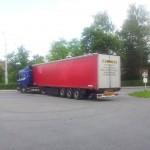 Druhý kamion s pomocí opouští zlínskou stanici profesionálních hasičů.
